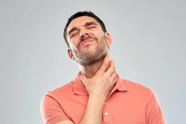 Как проявляется ущемление грыжи пищевода?
